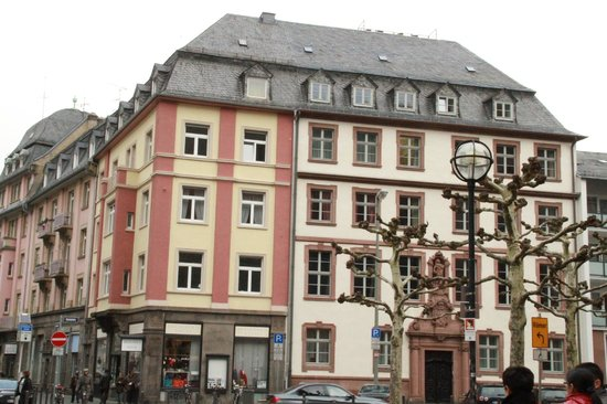 Frankfurt on Foot Walking Tours : by Cathedral