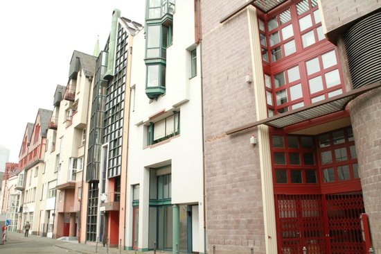 Frankfurt on Foot Walking Tours : Modern Bldg Architecture