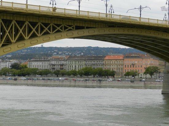 Promenade des Chaussures sur le Danube : A bela ponte