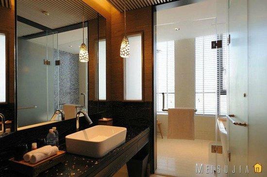 Hotel Indigo Shanghai on the Bund: bath