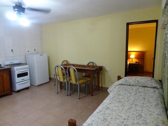 Bosetti Apart Hotel: Cuisine/salon/salle à manger/lit supplémentaire