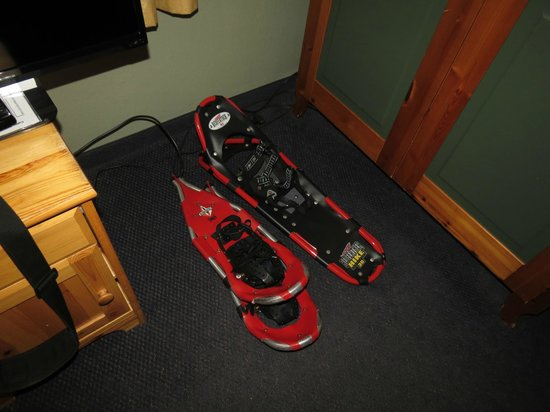 Old Town Inn: Snowshoes