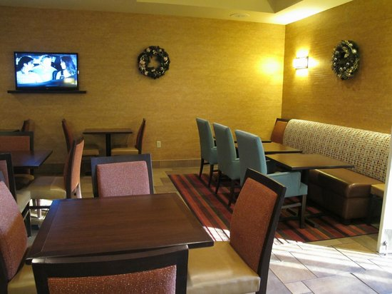 Hampton Inn Lake Havasu City : Beautiful, comfortable breakfast area