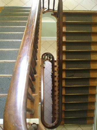St. Vincent's Guest House: Cool old stairwell