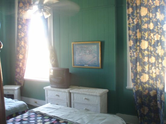 St. Vincent's Guest House: The inside of the room