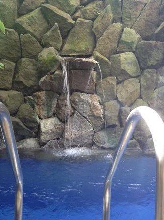 The Dipan Resort Petitenget: waterfall in private pool