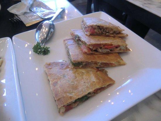 Greyhound Cafe: Pita Pizza with Italian Sausage