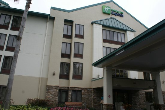 Holiday Inn Express Tampa-Brandon: Front of the Hotel