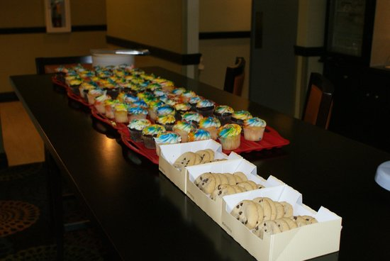 Holiday Inn Express Tampa-Brandon : The fameous cup cakes jaimie prepared