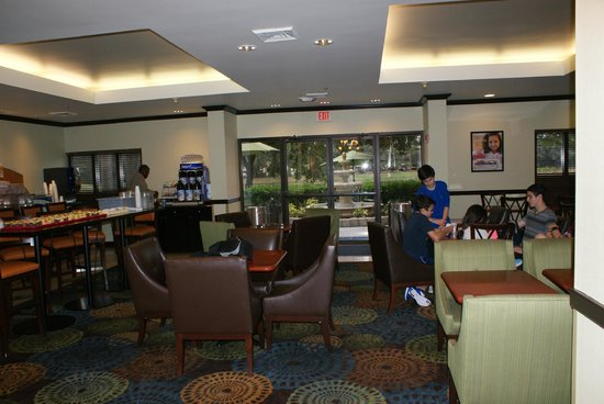 Holiday Inn Express Tampa-Brandon : Breakfast area