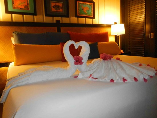 Barefoot Cay Resort: Our bed upon arrival