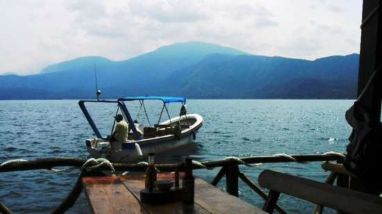 Lake Coatepeque: Vista hacia el Volcan Ilamatepec (Santa Ana)