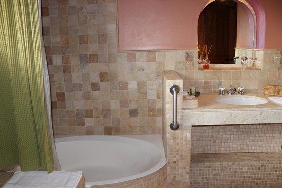 Sol y Luna - Relais & Chateaux: Modern bathroom