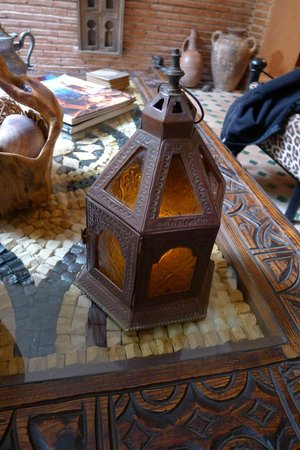 Riad Amirat Al Jamal: One example of the beautiful craft decorations throughout.