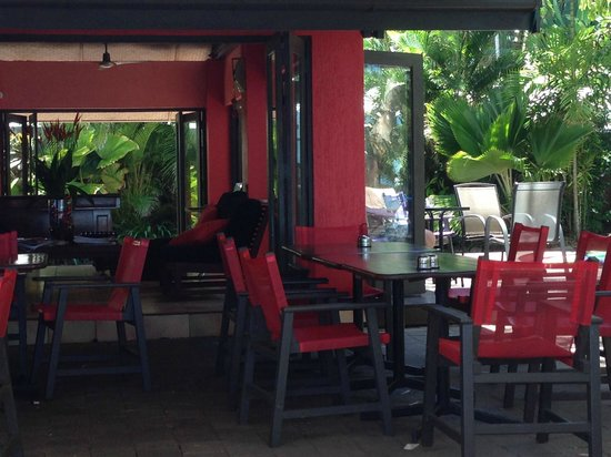 Turtle Cove Beach Resort: Outdoor (Shaded) Dining Area