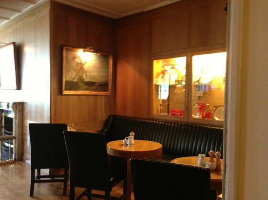 Dunraven Arms Hotel: Bar Area Alcove