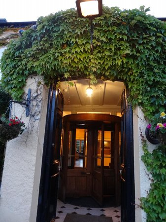 Dunraven Arms Hotel: Dunraven Arms Entrance