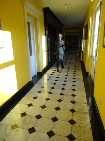 Dunraven Arms Hotel: Colorful Hallway