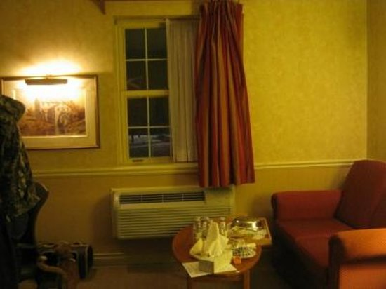Best Western Plus Parkway Inn & Conference Centre : Window to watch storm