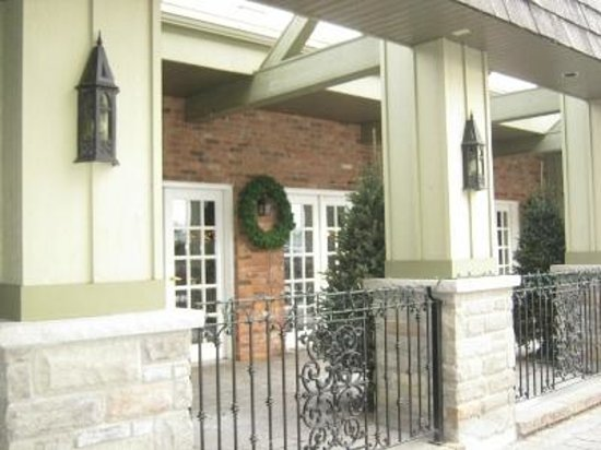 Best Western Parkway Inn & Conference Centre: Front entrance decor