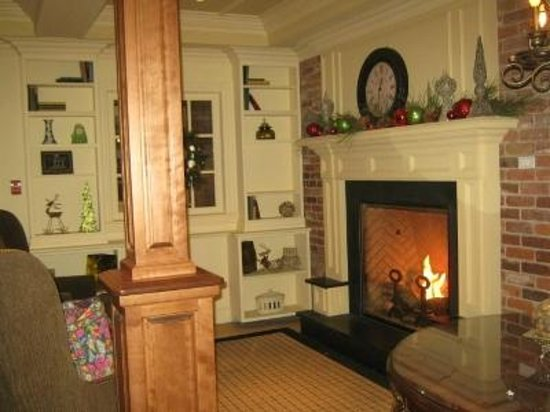 Best Western Parkway Inn & Conference Centre: Warm and inviting lobby