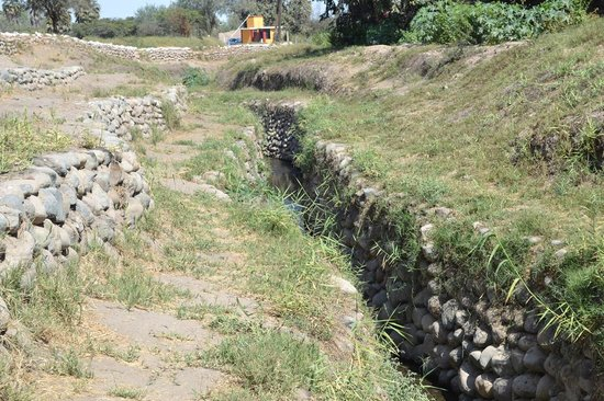 Cantalloc Aqueduct: Channels