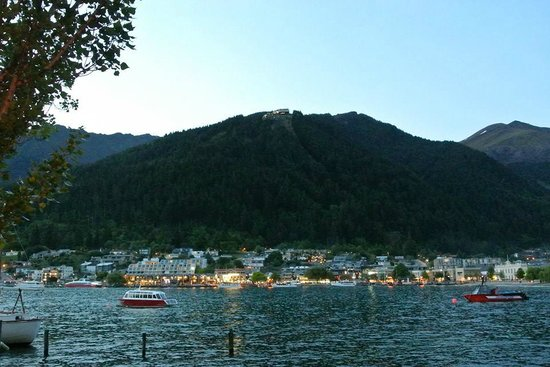 Sofitel Queenstown Hotel & Spa: View from Park at dawn