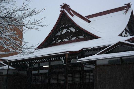 Hida Takayama Zenkoji: temple exterior
