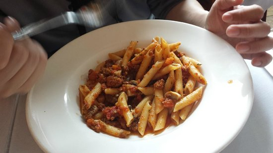 Roxanne Cafe : Penne with meat sauce