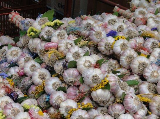 LoireLife a Gue de Ray : Ubiquitous garlic
