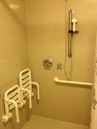 Residence Inn by Marriott Calgary Airport: Wheel-in shower