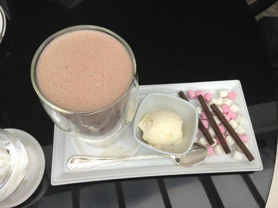 InterContinental Dublin: Hot Chocolate in Bar Area