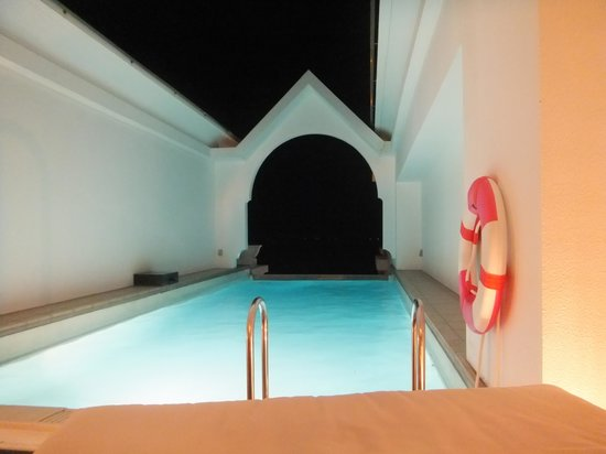 Okinawa Spa Resort EXES : 2階にあるプライベートプール