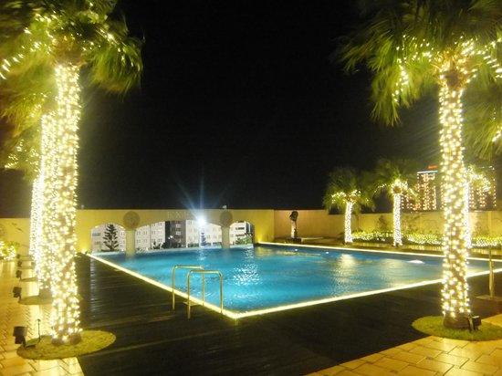 Okinawa Spa Resort EXES: 屋外プール
