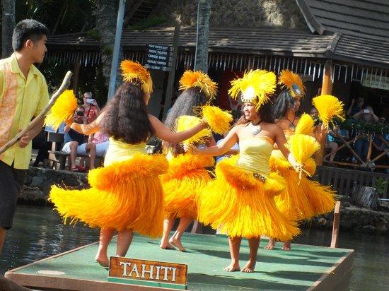 Polynesian Cultural Center: Tahitian dancers
