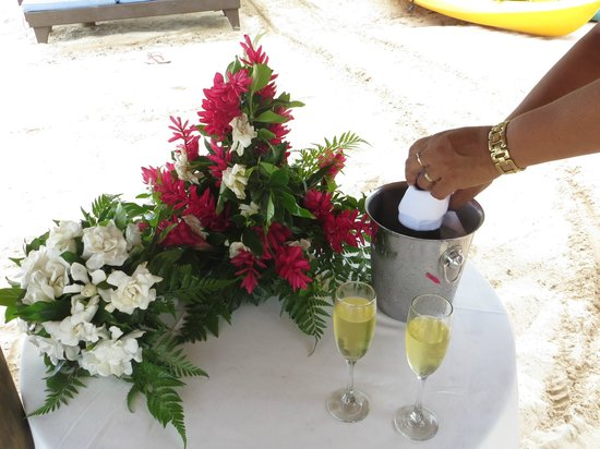 Le Lagoto Resort & Spa: Flowers and champagne