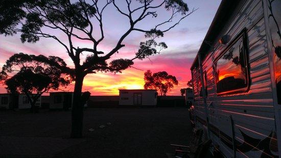 Woomera Traveller's Village & Caravan Park: sunset at your door