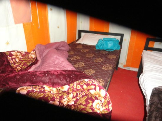 Ratnawali Camps: no bed cover on extra mattress till 11PM