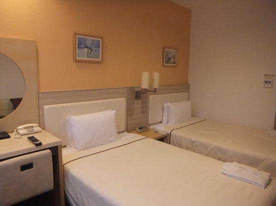 Hotel JAL City Naha : シンプルな客室