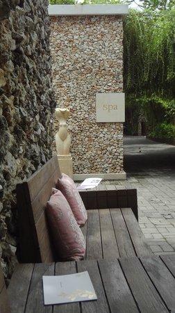 Villa Kubu Seminyak: The outside of the Spa