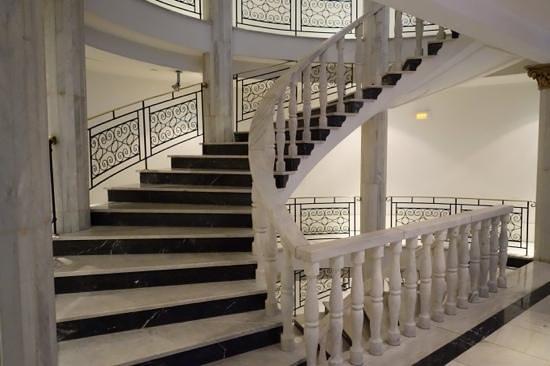 Hotel Vincci Via 66: винтовая лестница