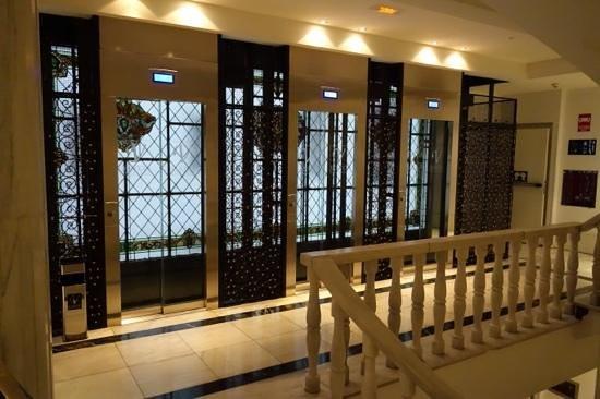 Hotel Vincci Via 66: Лифты