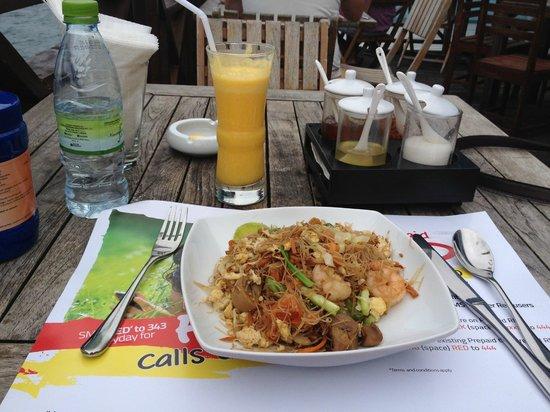 The Sea House - Maldives: yummy... thai noodle