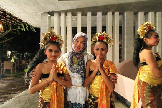 Y Resort Ubud: Kecak Dance at Lobby Hotel
