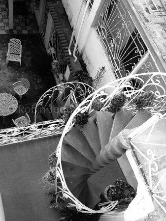 A Bienvenido En El Holandes: Winding stairs to get to your room