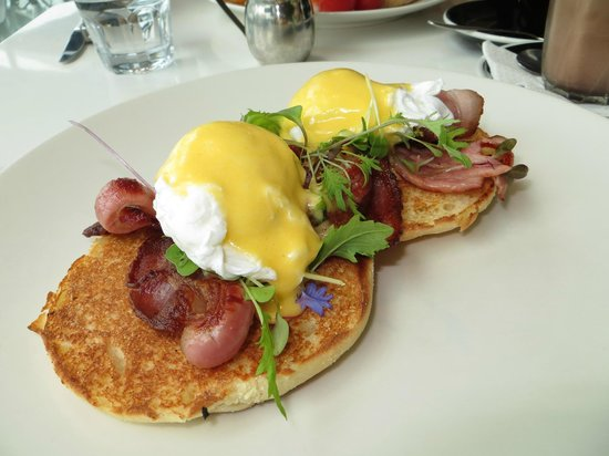 Wai Kitchen: Eggs Benedict With Bacon