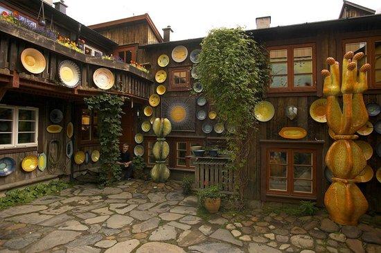 Lysgaard Keramikk: Bakgård