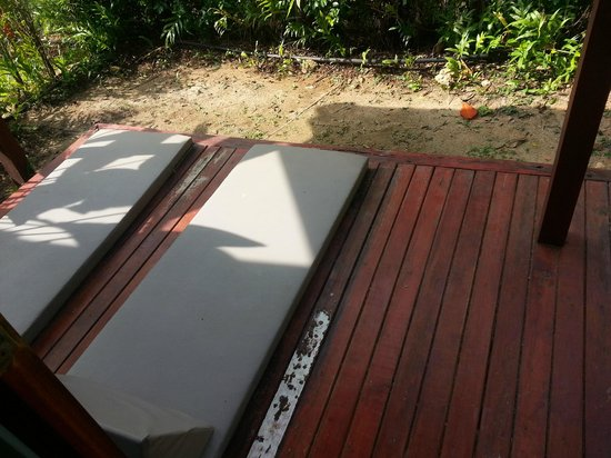 L'esprit de Naiyang Resort : No way to sunbathe here