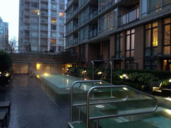L'Hermitage Hotel: The pool.