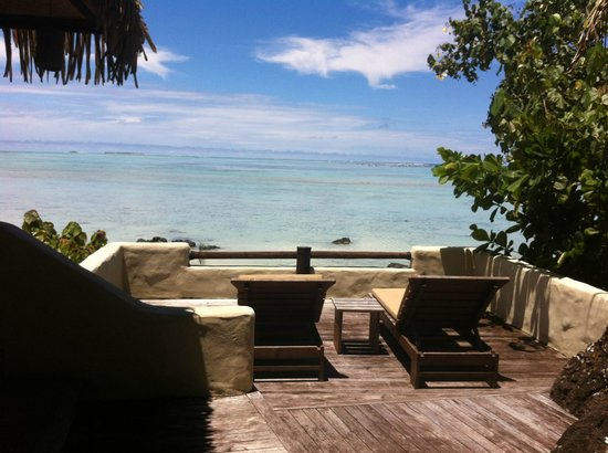 Pacific Resort Aitutaki: our verandah beach access/view room